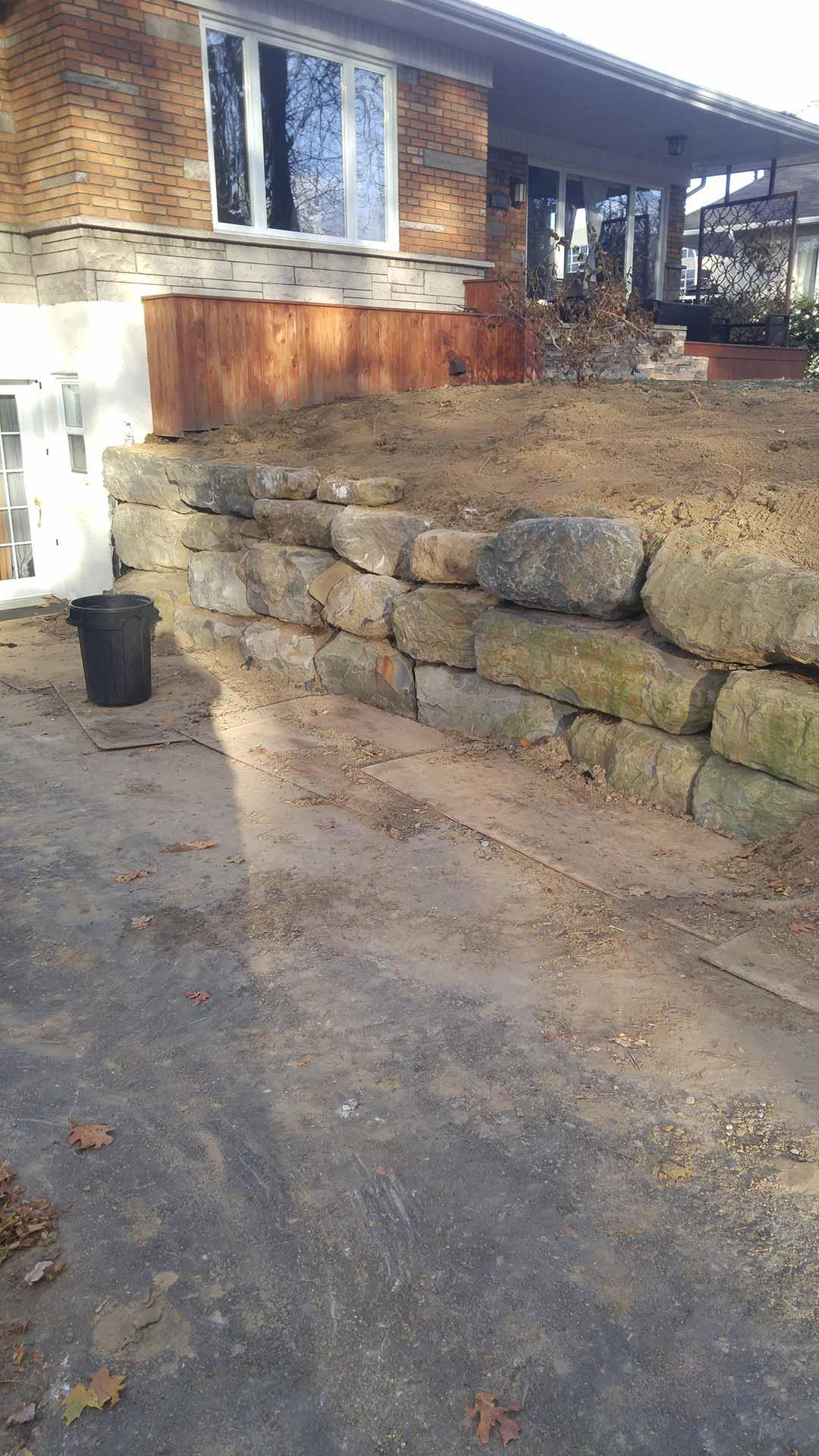 Muret de pierre Laval